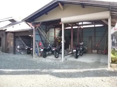 バイク車庫