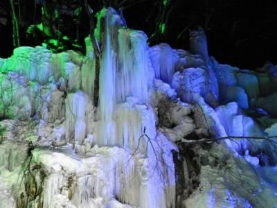 飛騨大鍾乳洞,氷の渓谷,ライトアップ